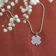 Nice Gift Engravable Shamrock Pendant with Baby Snake Chain Necklace